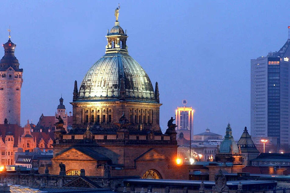 Dank ihrer Beleuchtung sind Leipzigs Wahrzeichen auch nachts zu sehen - am 25. März will Leipzig die Lichter für eine Stunde abschalten.