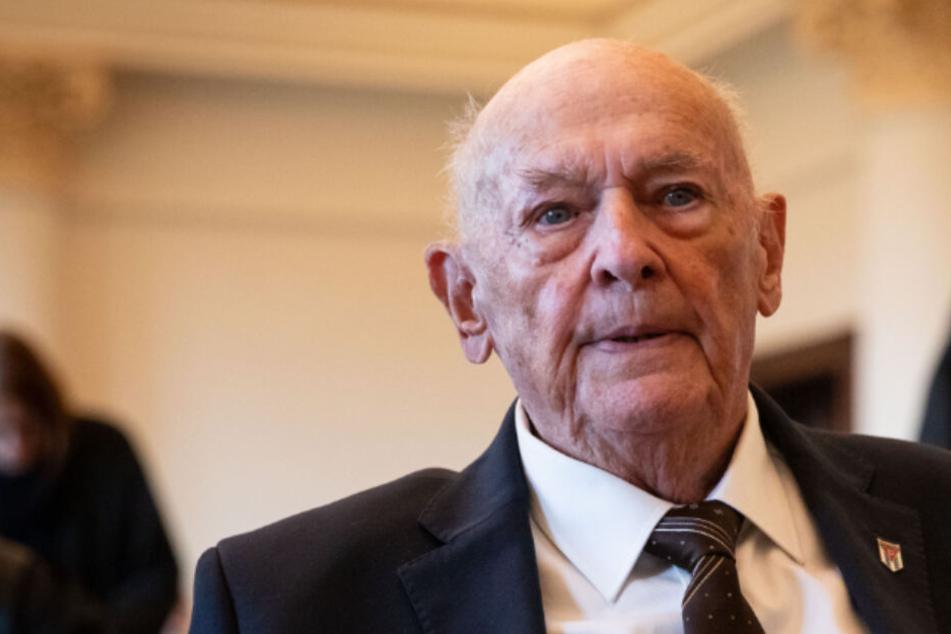 KZ-Überlebender sagt vor Gericht aus: Juden lagen vor Selektion auf dem Boden
