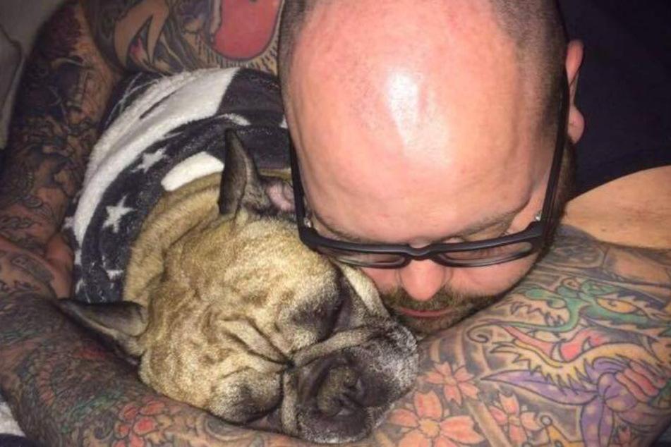 Unzertrennlich: Timo Hinkelmann und seine Bulldogge namens Nelson sind ein Herz und eine Seele.