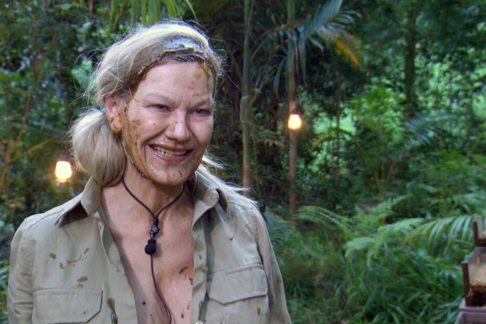 """Dschungelleben macht schön: """"Da hat sich eine Kakerlake in meine schönen Kunstzähne verirrt"""", verrät Sibylle (58) Intimes."""