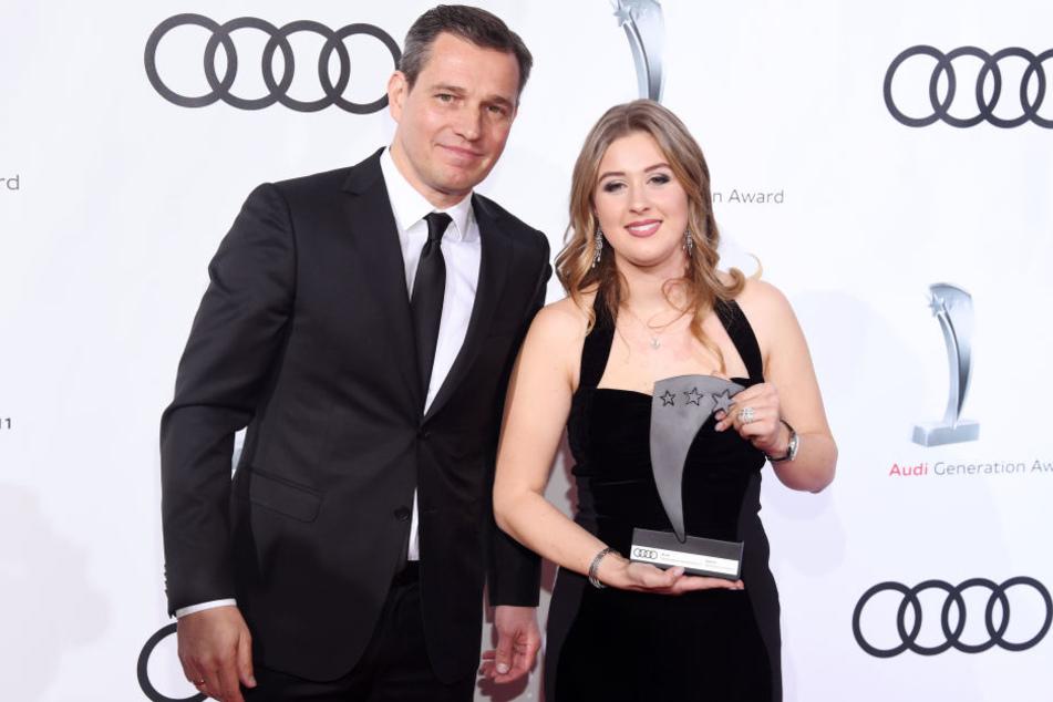 Laudator Michael Mronz und die Preisträgerin und Westernreiterin Gina Schumacher.