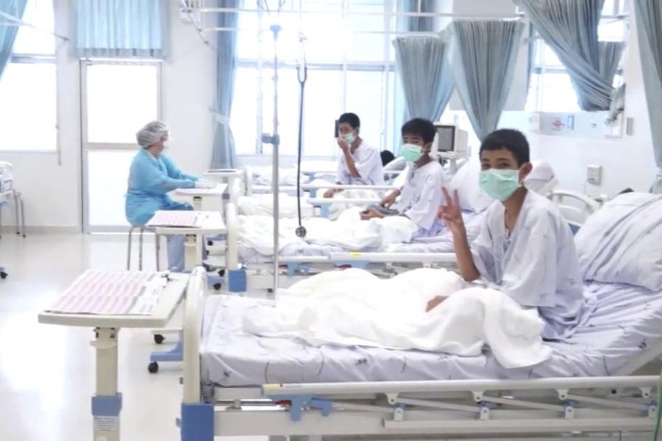 Die zwölf geretteten Jungs aus Thailand erholen sich derzeit im Krankenhaus.