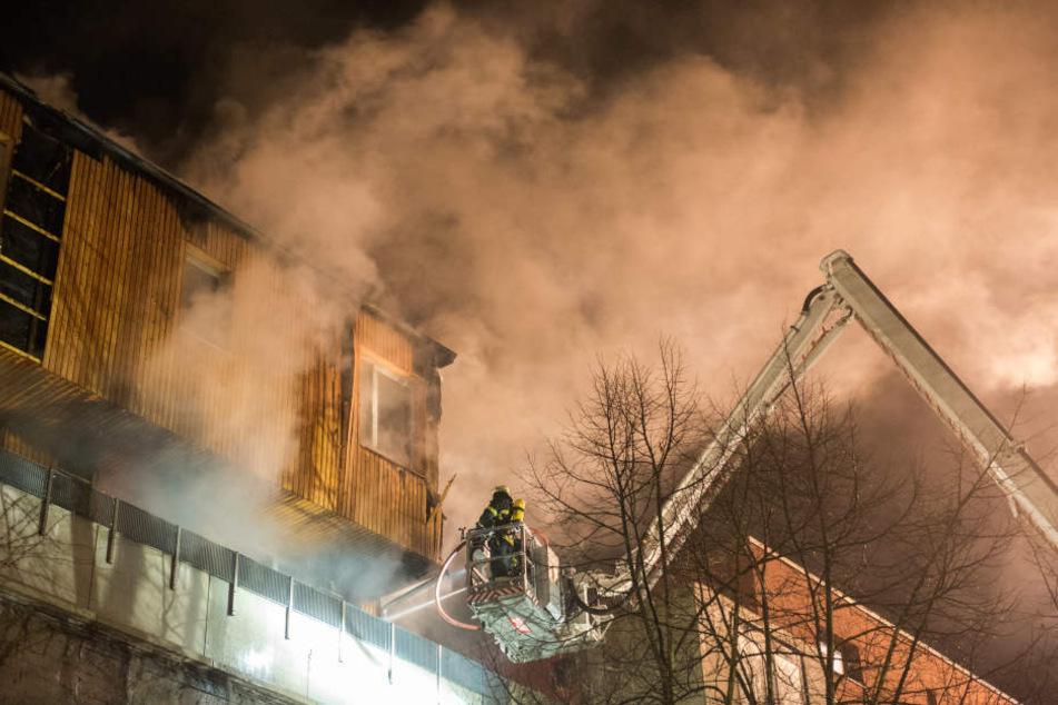 Der Brand war in einem Holzhaus auf dem Bunker ausgebrochen.