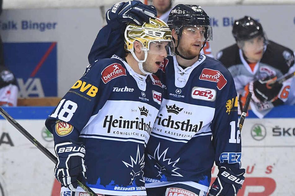 Brendan Cook (l.) übernimmt die Kapitänsbinde von René Kramer, Mirko Sacher ist in der Verteidigung mehr denn je gefordert.
