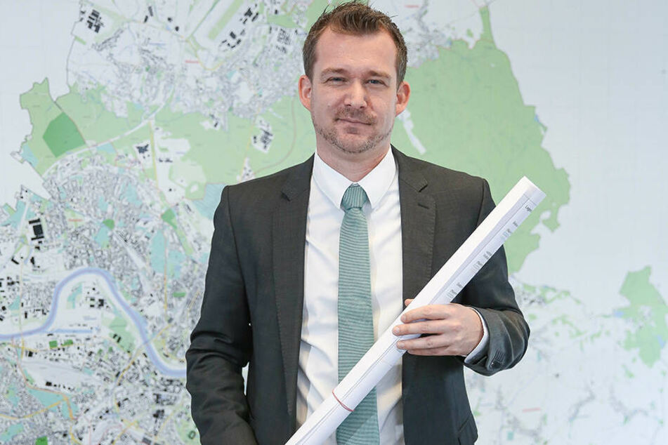 Baubürgermeister Raoul Schmidt-Lamontain (40, Grüne) koordiniert das Ämter-Roulette.