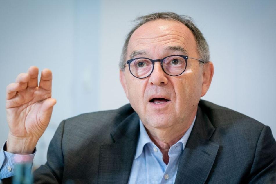 Norbert Walter-Borjans, Bundesvorsitzender der SPD, spricht in seinem Büro im Willy-Brandt-Haus.