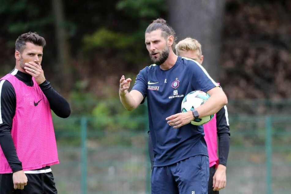 Fans verhöhnen eigenes Team nach 1:1 gegen Aue - dem Trainer reicht's