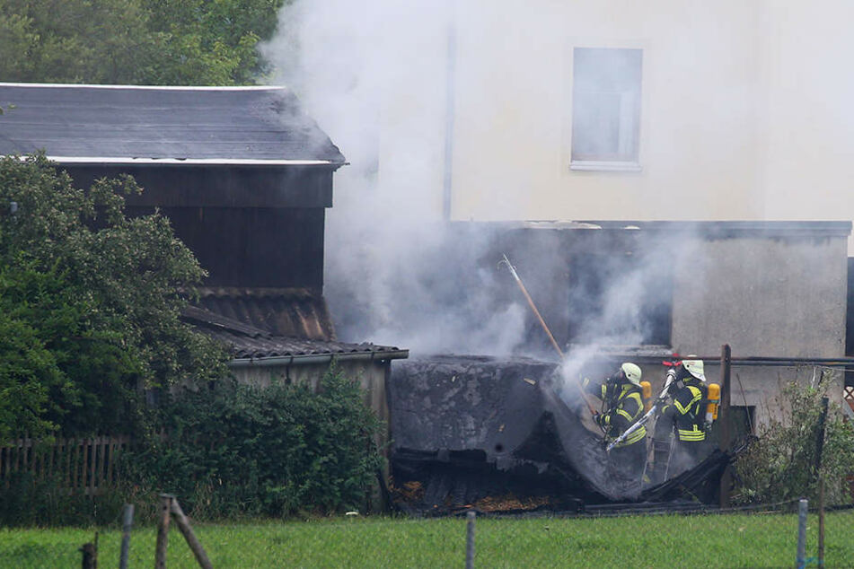 Die Garage brannte bei dem Feuer komplett ab.