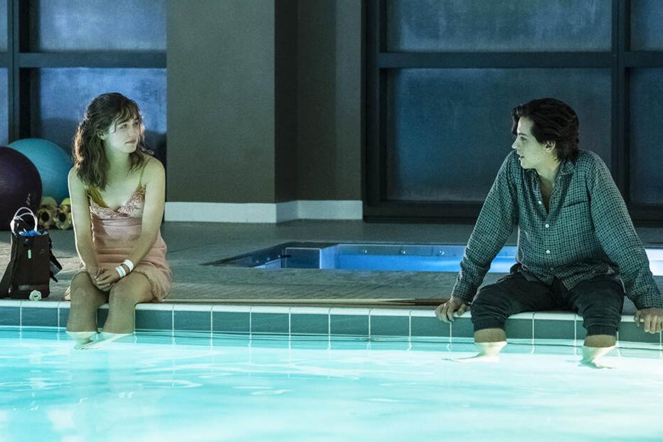 Stella Grant (l., Haley Lu Richardson) und Will Newman (Cole Sprouse) verbindet nicht nur die Stoffwechselerkrankung Mukoviszidose.