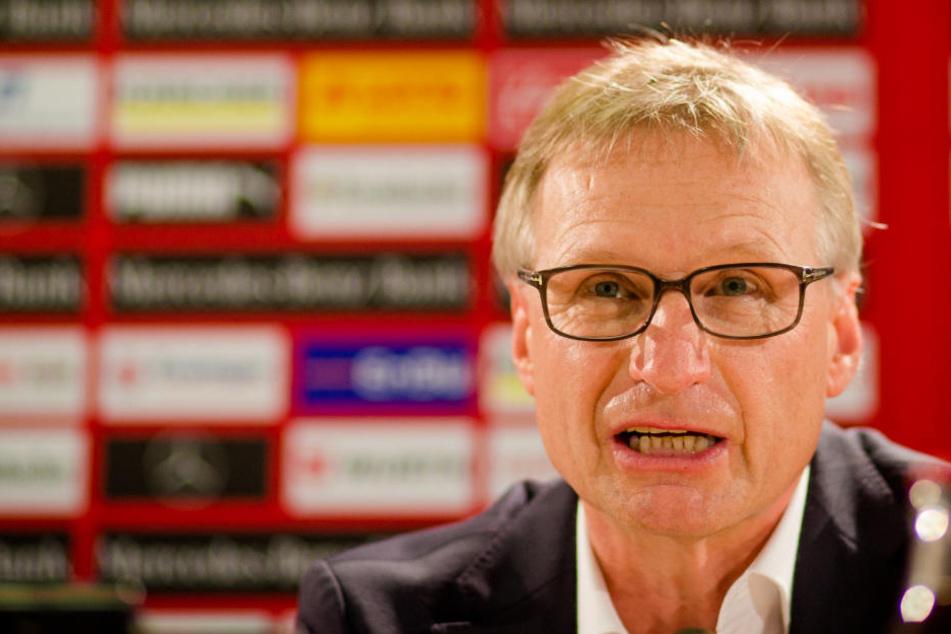 VfB-Manager Michael Reschke ist fassungslos wegen des Fouls. (Archivbild)