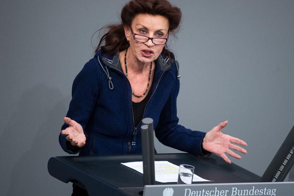 """Ulla Jelpke, innenpolitische Sprecherin der Linksfraktion im Bundestag, findet: """"Die Schnüffler haben in Kinderzimmern nichts verloren."""""""