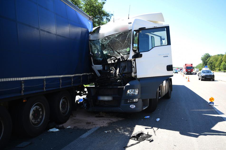 Auf der Autobahn: Lastwagen krachen ineinander, langer Rückstau