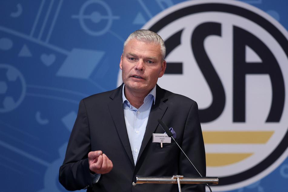 Holger Stahlknecht (56, CU), Sachsen-Anhalts ehemaliger Innenminister, ist der neue Präsident des Fußballverbandes Sachsen-Anhalt (FSA).