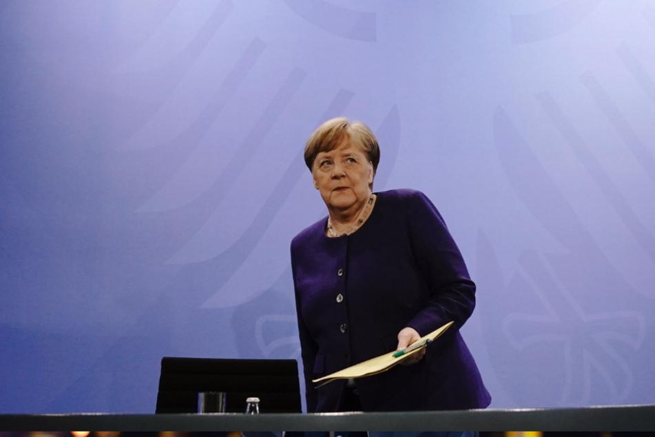 Bundeskanzlerin Angela Merkel (CDU) gibt nach der Videokonferenz mit den Ministerpräsidenten der Bundesländer eine Pressekonferenz.