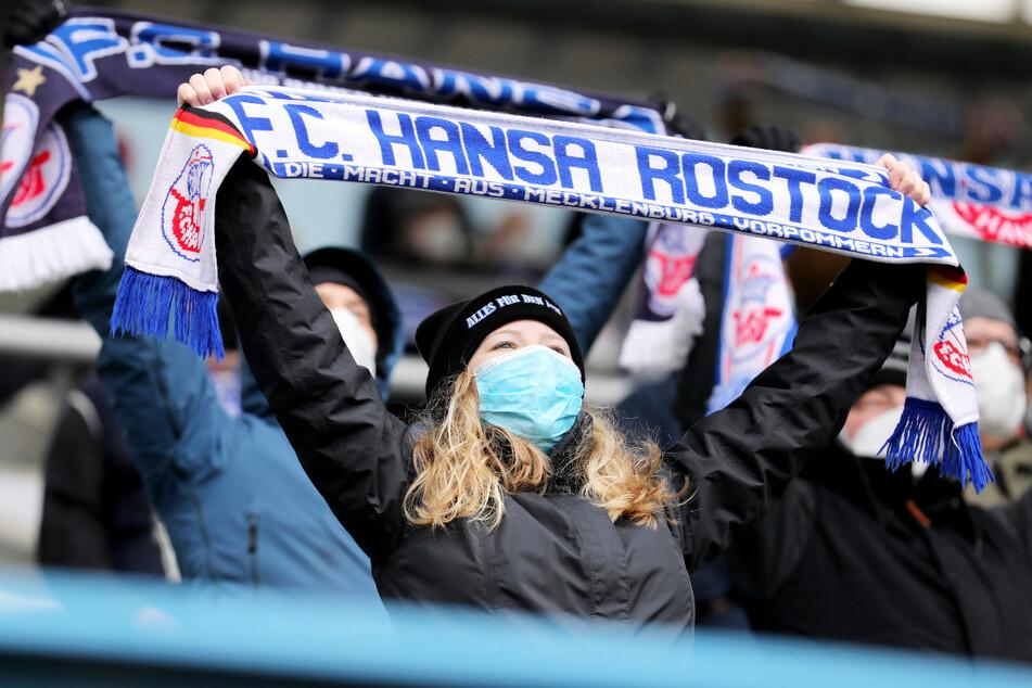 7500 Fans dürfen ihren FC Hansa Rostock am letzten Spieltag der Saison anfeuern.