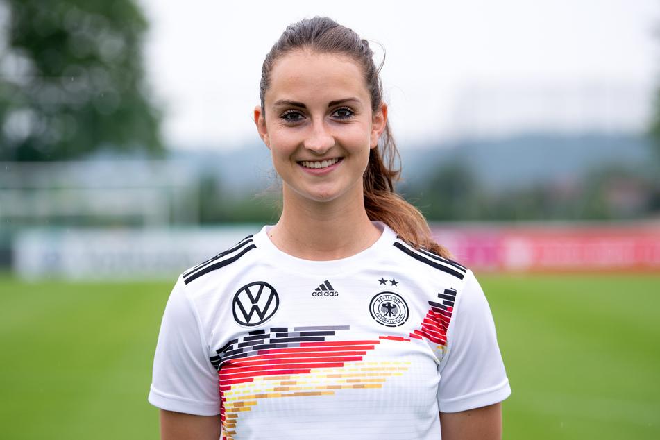WM-Abschlusstrainingslager des DFB-Teams. Sara Däbritz beim Fototermin.