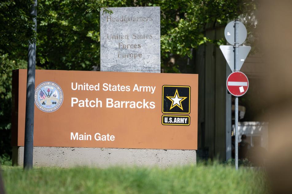 Das Haupttor der Patch Barracks.