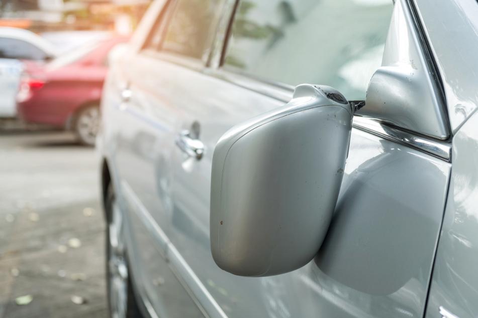 Kratzer, Spiegel beschädigt, Scheibe eingeschlagen: Vandalen haben es auf Autos abgesehen