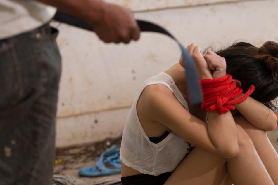 Inzest: Vater vergewaltigt Tochter immer wieder und zeichnet alles auf