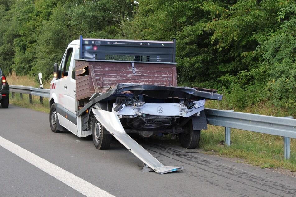 Die Fahrzeuge wurden stark beschädigt.