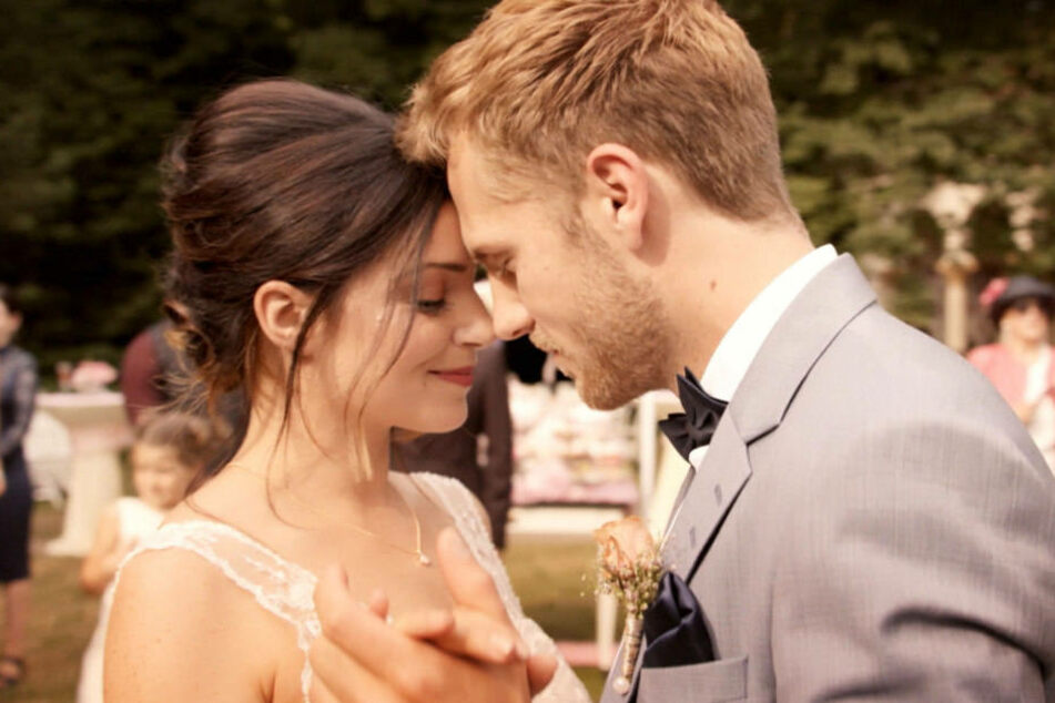 Paul bittet zum Hochzeitstanz.