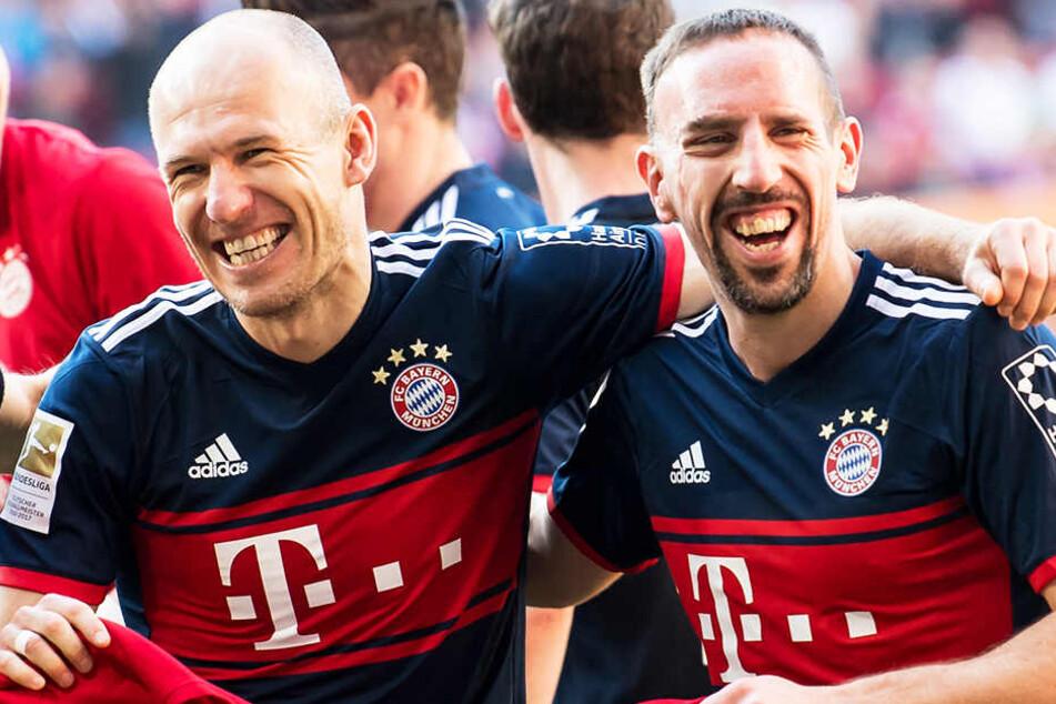 """Von außen in die Mitte ziehen: Dafür sind Bayerns Franck Ribery (r.) und Arjen Robben als Flügelzange """"Robbery"""" bekannt."""