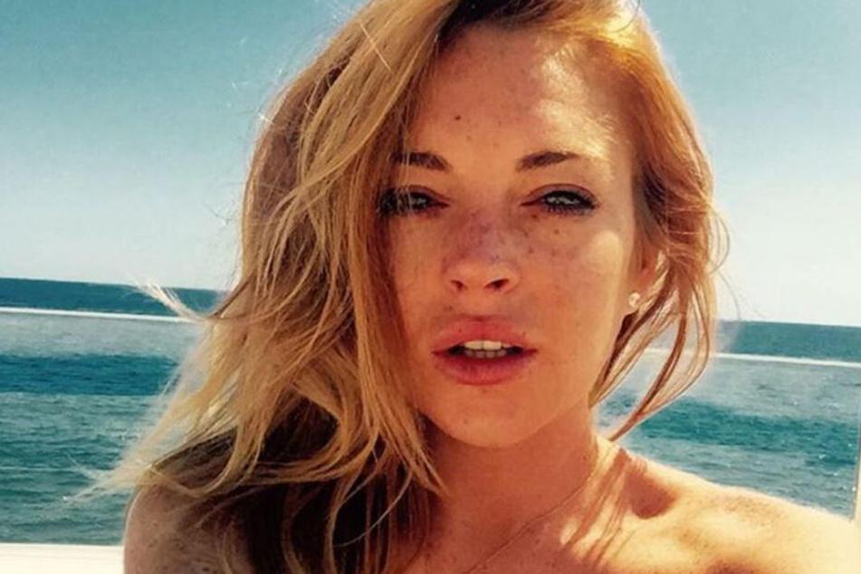 """Lindsay Lohan (33) scheint ihre """"Botox-Unfälle"""" überwunden zu haben - sieht wieder natürlicher aus."""