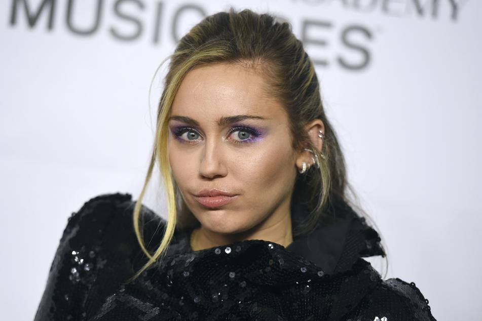 Miley Cyrus (27) steht sowohl auf Männer als auch Frauen.