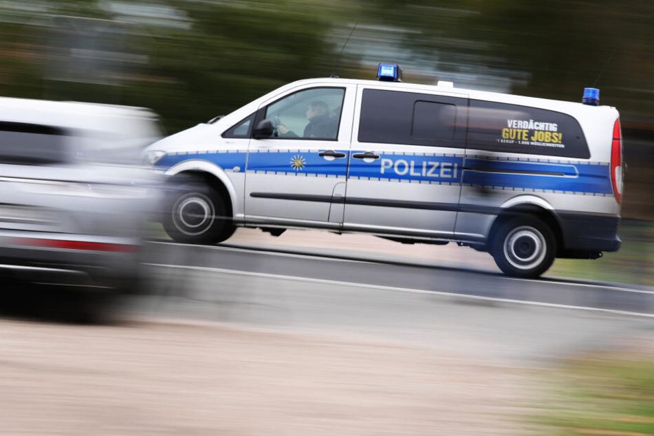 Die Polizei eilte zur Unfallstelle (Symbolbild).