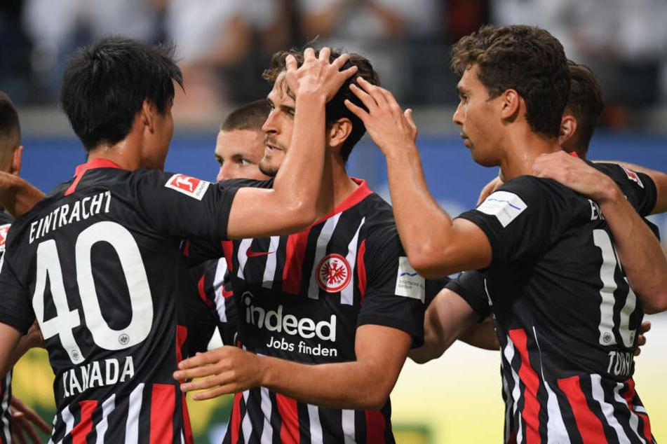 Goncao Paciencia (Mi.) war der Matchwinner beim 2:1-Rückspielsieg der Eintracht in der zweiten Qualifikationsrunde zur Europa League gegen Flora Tallinn.