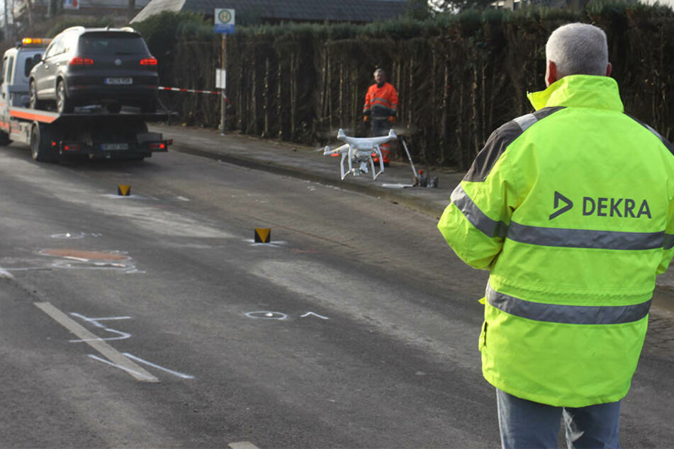 Die Drohne macht unzählige Fotos zur Aufklärung des Unfalls.