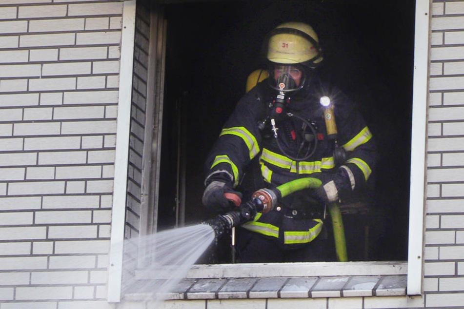 Die Feuerwehr hatte den Brand in dem Gebäude schnell unter Kontrolle.