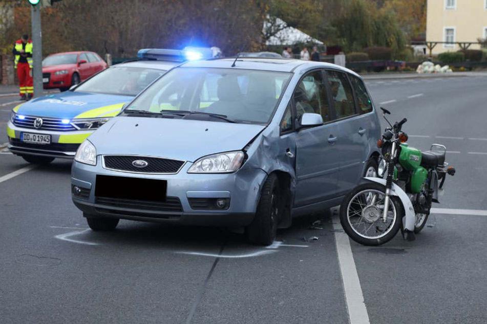 Simson-Fahrerin bei Crash nahe Dresden schwer verletzt!