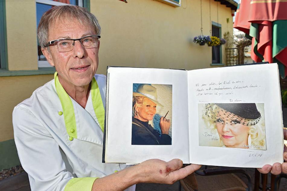 Im dicken Gästebuch von Dieter Förster (66) haben  sich alle seine Stars verewigt.