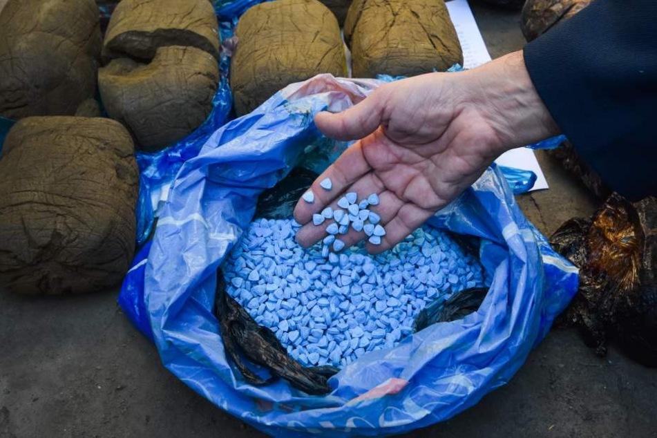 Die Polizei hat Grundstoffe für über eine Milliarde Ecstasy-Tabletten entdeckt