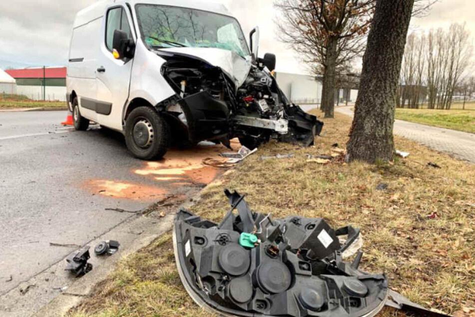 Glücklicherweise erwischte der Transporter kein weiteres Fahrzeug auf der Gegenfahrbahn.