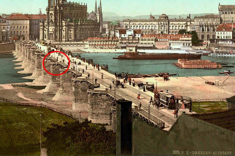 Die alte Augustusbrücke. Die Brücke wurde ab 1907 abgerissen, weil sie für den modernen Verkehr zu klein war.