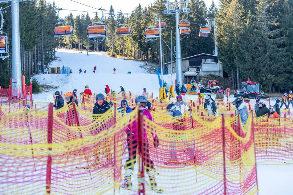 Trotz Corona: In Tschechien herrschte am Samstag reges Treiben auf der Skipiste am Klínovec (Keilberg).