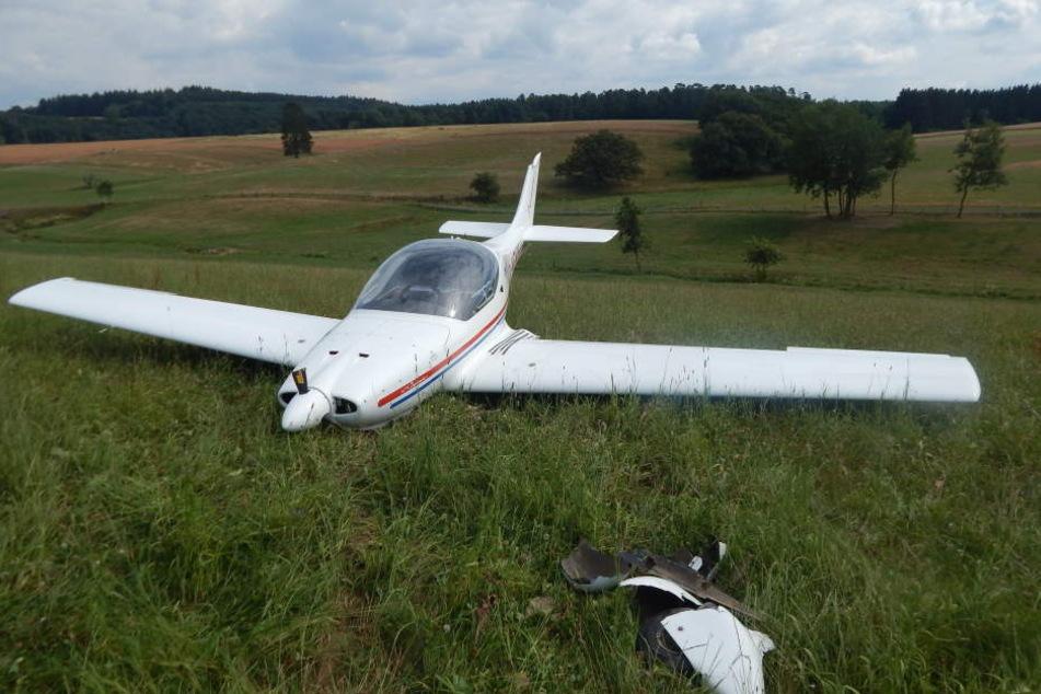 Der Pilot landete das Flugzeug sicher.