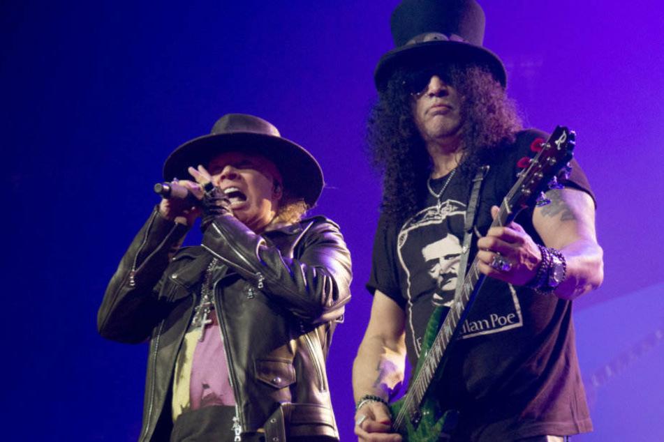 Axl Rose und Slash bei einem Auftritt in Kalifornien. In Berlin waren die Fans mit dem Sound unzufrieden.