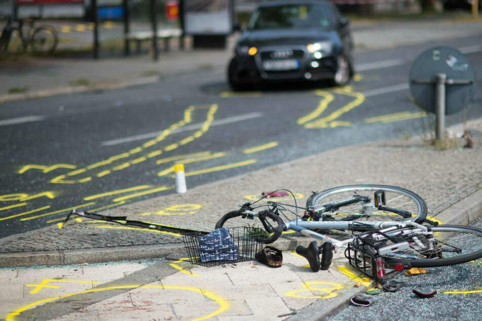 Beim Abbiegen übersehen: Beschwipste Autofahrerin verletzt Radfahrer