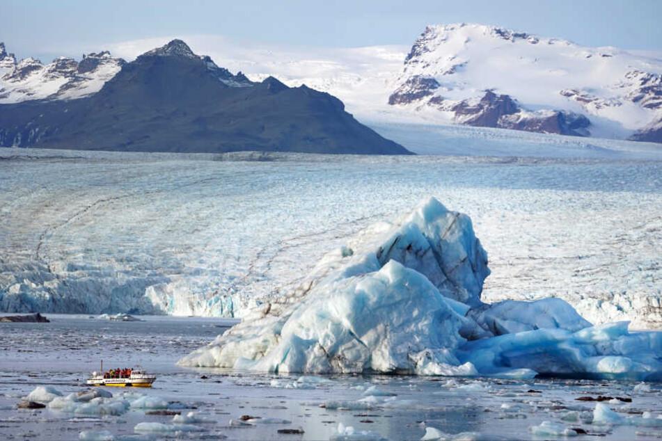 Vom Klimawandel bedrohte Naturschönheit: Ein Eisberg in der Gletscherlagune Jökulsarlon im Süden von Island.