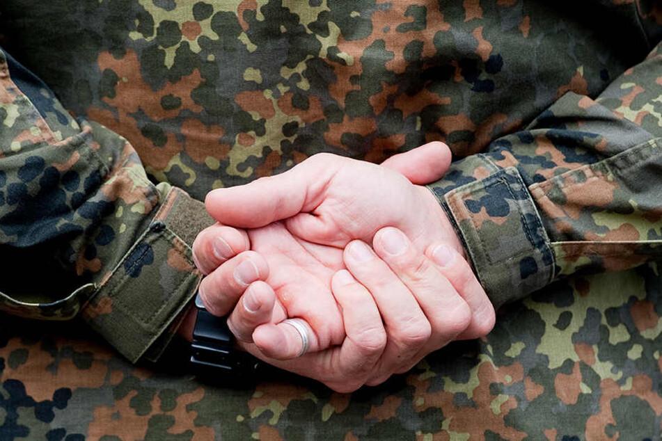Ein Soldat kämpft gegen seine Vorliebe fürs Lügen. (Symbolbild)
