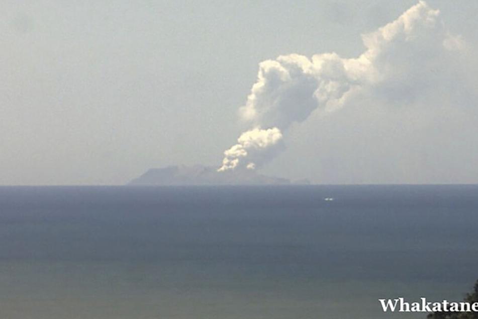 Die Rauchwolke nach dem Vulkanausbruch auf der neuseeländischen Insel White Island.