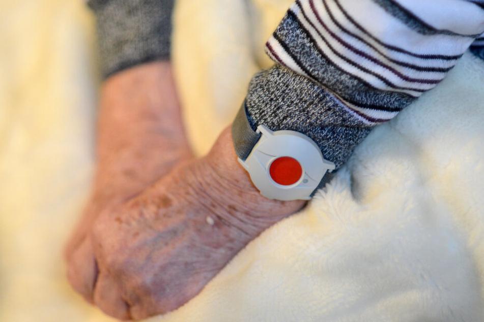 Angriff im Krankenzimmer: 87-Jährige würgt 103-jährige Bettnachbarin