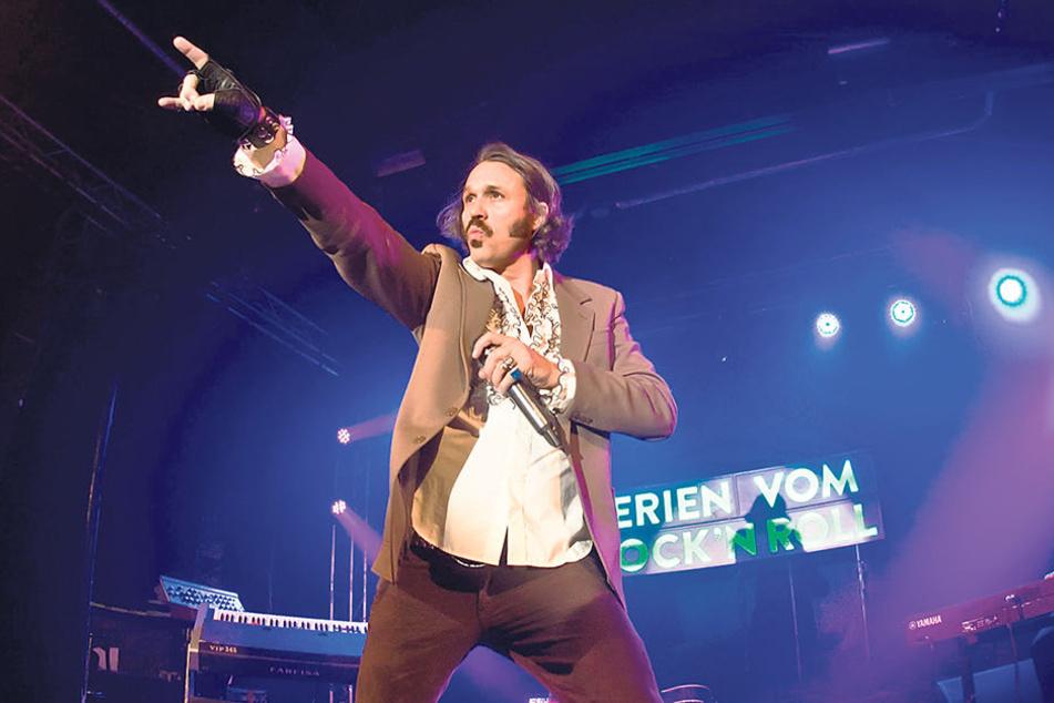Tanzbefehl: Als Christian Steiffen rockt Hardy Schwetter (45) die Bühne.