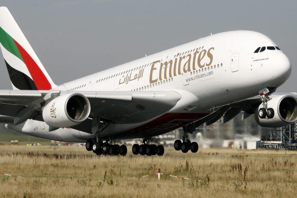 Mädchen (7) stirbt an Bord | Todes-Drama im Emirates-Flieger