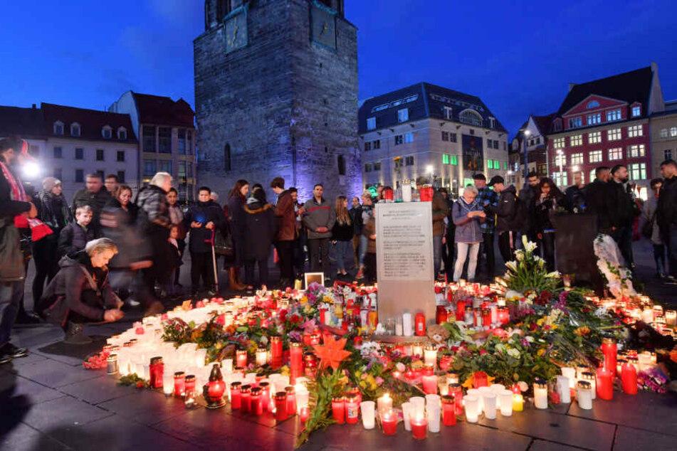 Etliche Menschen versammelten sich am Donnerstagabend zu einer Gedenkveranstaltung.