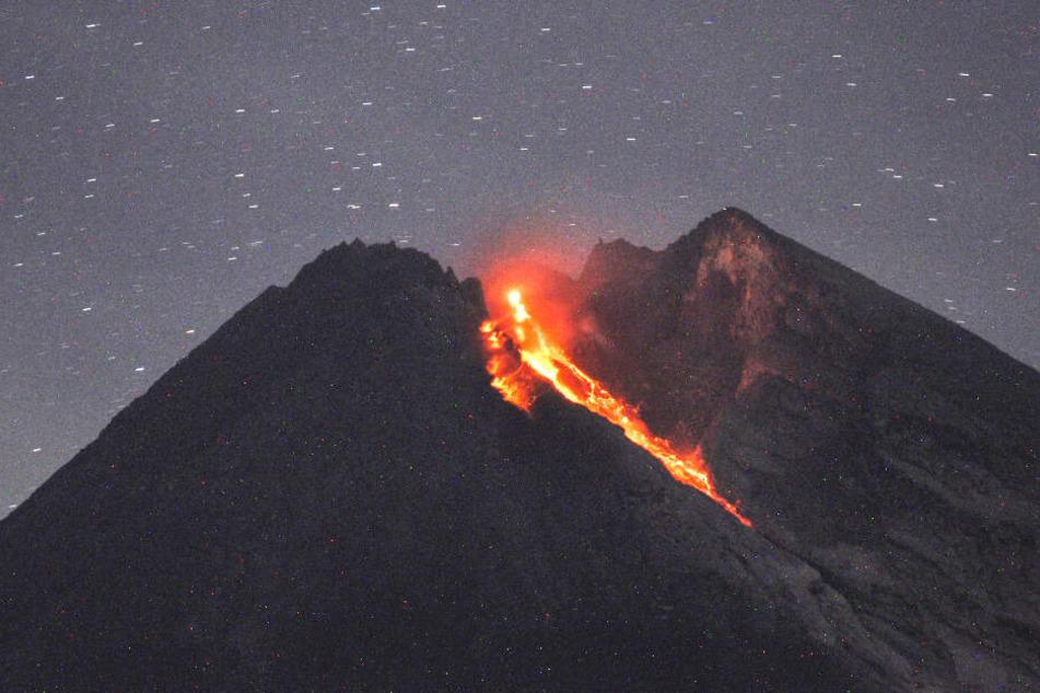 Der Vulkan speit magmatisches Gestein aus (Archivbild).