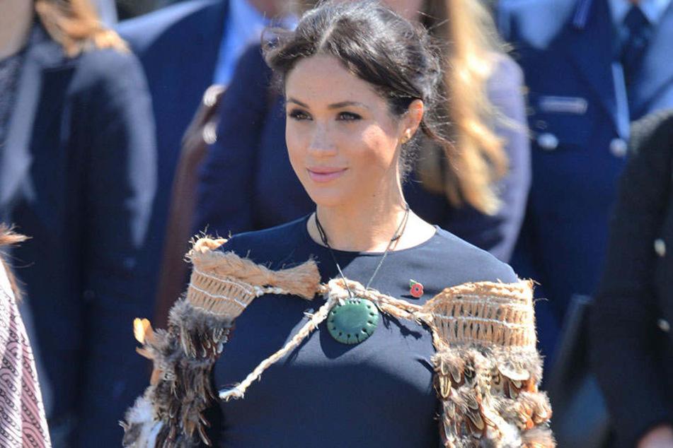 Im Korowai, dem traditionellen Umhang der Maori, macht Meghan eine gute Figur.